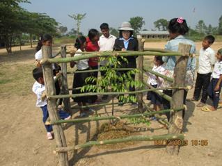 環境教育のため木を植え、育てる
